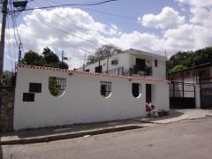 Hermosa casa ubicada en Urb. El Piñal Limon MARACAY