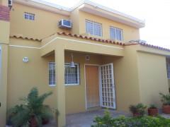 Townhouse En Venta En El Milagro Norte Código: 14-3009