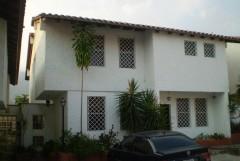 Hermosa Casa de dos pisos, en conjunto residencial privado Las Delicias