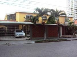 Venta casa urbanizacion Andres Bello Maracay