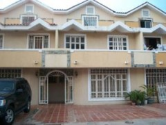 Bello Townhouse En Venta En El Milagro Norte MLS: 1510918