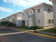Townhouse En Venta En El Milagro Norte MLS: 1511110