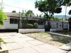 Venta de casa en Cantarrana Maracay