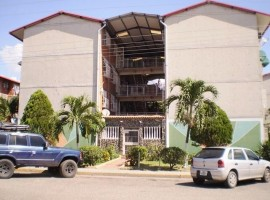 Se vende apartamento en Madre Maria Maracay