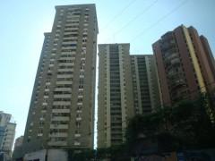 Apartamento en Venta piso bajo en Residencias Cantaclaro de Maracay.
