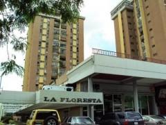 Apartamento amplio en Venta en Residencias La Floresta Las Delicias. Maracay.