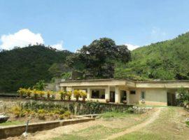Casa en construcción con inigualable vista panorámica, ciudad y lago en venta Lomas de Palmarito  Maracay