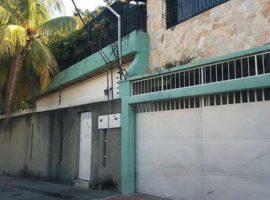 Hermosa casa con excelentes bondades ubicada en el Limón Maracay