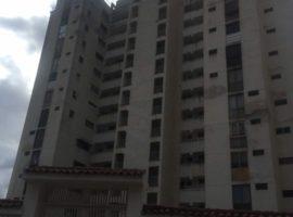 """Excelente oportunidad, Hermoso Apartamento en  """"Urb. LOS CHAGUARAMOS"""". una de las mejores zonas de Caracas"""