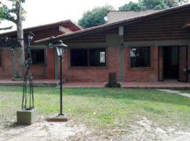 Se alquila casa independiente tipo anexo en Prados del Este Caracas