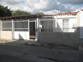 Venta de Oportunidad casa de 135mts2 en Urb. La Fuente Turmero Edo. Aragua