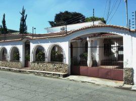 Se Vende Hermosa Casa Quinta En La Cooperativa Maracay