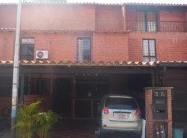 Bella Casa y amplia, de 90 mts2, 3 amplias habitaciones Conjunto Residencial El Encantado 1 Guatire, Estado Miranda,
