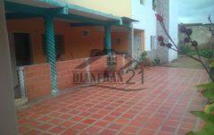 Bella Casa en Venta. Santa Rita, Maracay  04121463609