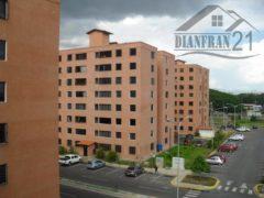 Bello y Cómodo Apartamento. Res La Placera, Maracay  04121463609