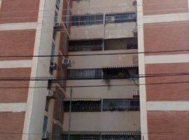 Bello Apartamento en Venta. Res Los Caobos Maracay  04121463609