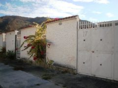 Venta casa en Valle Fresco Turmero