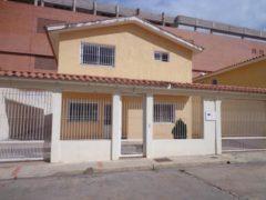 Gran oportunidad de comprar Casa-Quinta en Urbanización Sant Omero II La Victoria Edo. Aragua
