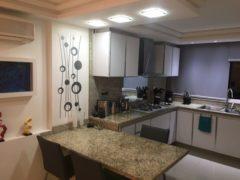 Apartamento actualizado con modernos acabados de lujo en Los Naranjos Humboltd, Caracas