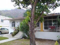 Casa Quinta en Venta en la Exclusiva Zona Privada de la Urb. El Castaño Maracay