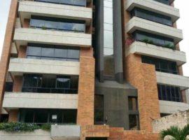 CyG Consultores, C.A ofrece en venta: Espectacular Apartamento en la Trigaleña en Valencia