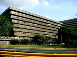 Oficina en Alquiler Exclusiva oficina en el mejor centro comercial de la ciudad. Chuao Caracas
