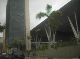 En Alquiler Excelente oficina con hermosa vista al Avila, ubicada en la Torre Millennium  Caracas