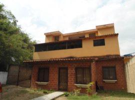 Comoda y Fresca casa quinta con clima de montaña en venta Turmero Edo. Aragua
