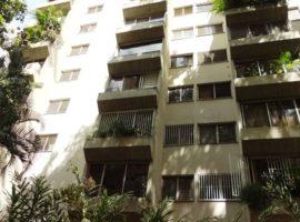Alquilo Cómodo apartamento 80 metros 1 habitación, 2 baños, 1 puesto, amoblado y equipado. en el Rosal Caracas