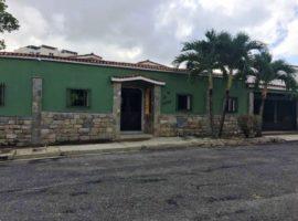 CyG Consultores, C.A ofrece en venta: Hermosa Casa de en Valles De Camoruco, Valencia