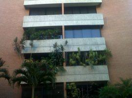 Se ofrece un Apartamento en alquiler Urb. Campo Alegre. Municipio Chacao. Caracas