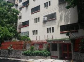Practico apartamento, remodelado, bien ubicado en Venta La Florida  Caracas