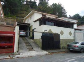 Oportunidad de adquirir comoda y confortable casa en venta Alto Prado Caracas