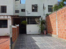 Tonw House de 109 mts2 en Altos de Copacabana Guarenas,