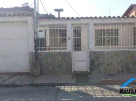 Bella Casa Amoblada Urb. Las Delicias. Santa Rita Maracay