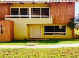 TownHouse Urb. Loma Linda La Lagunita Caracas
