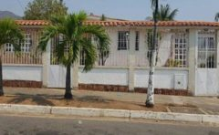 Casa en venta en la Urb. La Esmeralda, San Diego, Valencia