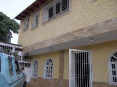 Local en alquiler en Av. Los Acuarios, El Limón, Maracay.