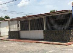 Casa en venta Urb. Las Acacias, Maracay .