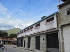 Venta de edificio con 6 locales comerciales en El Limòn, Maracay