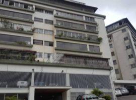 Amplio apartamento en venta El Marques, Caracas