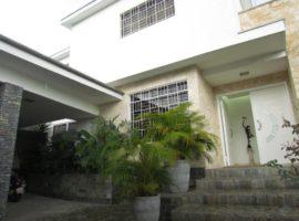 Casa remodelada en venta Prados del Este, Caracas