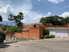 Hermosa Casa remodelada en Venta Prados del Este, Caracas