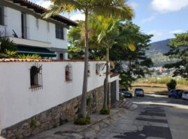 En venta casa ubicada en Urb. La Trinidad, Caracas