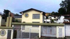 HERMOSA QUINTA EN ALTOS DE MONTERREY, LOMAS DE LA TRINIDAD., CARACAS