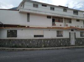 Se ofrece imponente casa en el Marques, Caracas A precio de oportunidad!
